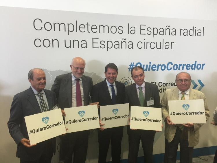Gerardo Cuerva y Antonio Campos, acompañados por Juan Roig, Antonio Ponce y Salvador Navarro.