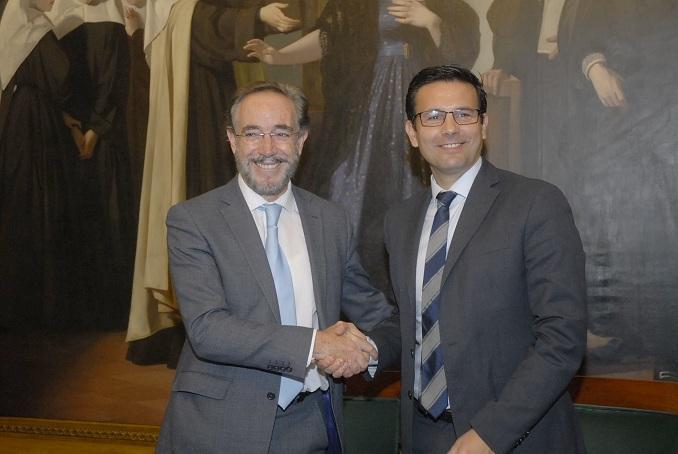 Felipe López y Francisco Cuenca celebran el acuerdo.