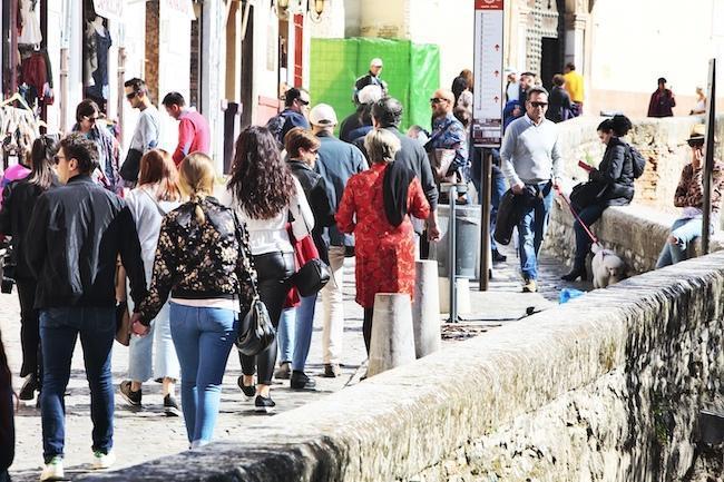 Visitantes por la Carrera del Darro.