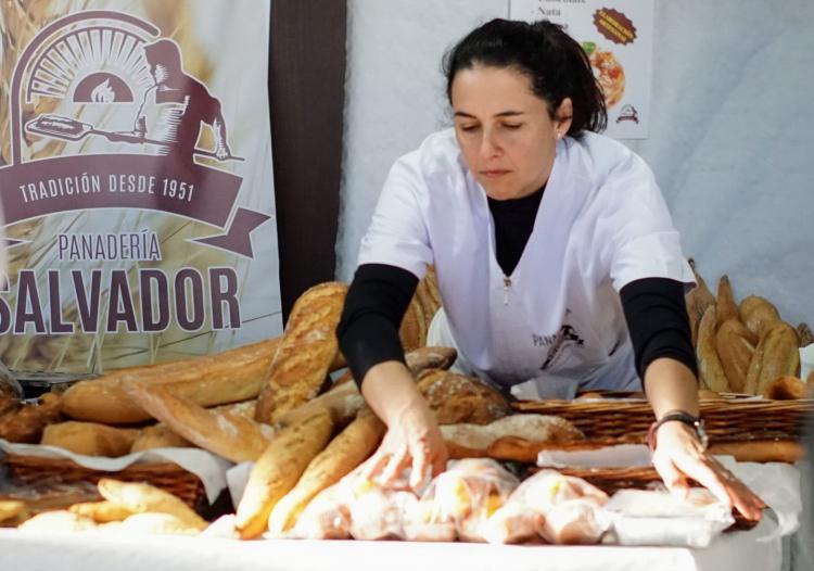 Alicia Casas, en su panadería de Gójar.