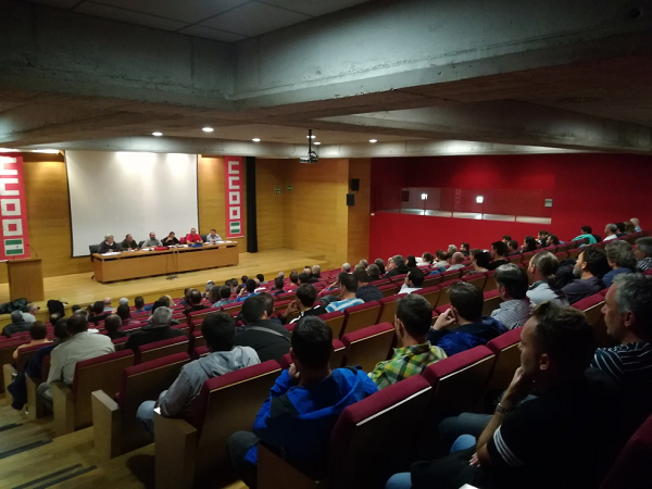 Imagen de la asamblea de trabajadores de remontes.