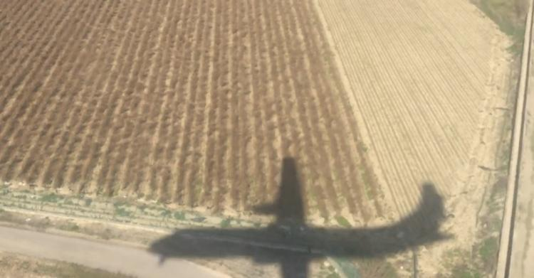 Imagen del último vuelo entre Melilla y Granada a su llegada al Aeropuerto de Chauchina.