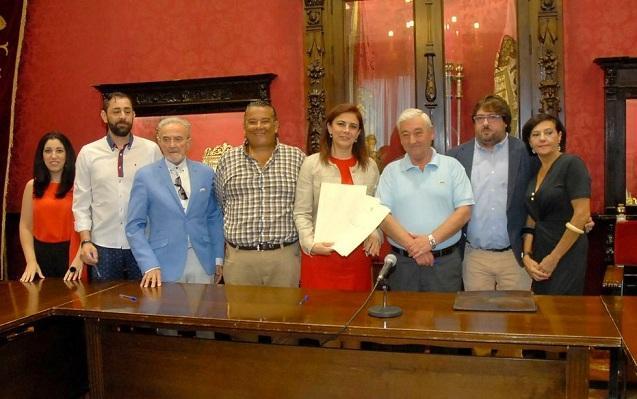Asociaciones de comerciantes con la concejal del ramo.