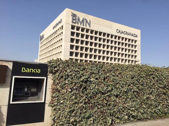Ese cubo es m o el independiente de granada for Bmn caja granada oficinas