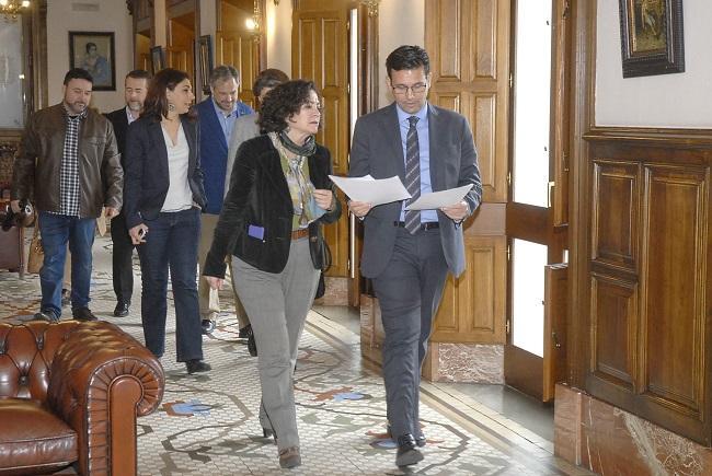 La rectora de la UGR, Pilar Aranda, con el alcalde de Granada, Francisco Cuenca.