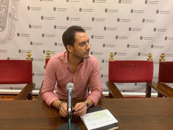 El concejal Eduardo Castillo, en rueda de prensa.