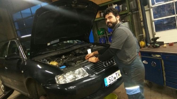 Andrés García, en el taller donde trabaja, en la ciudad alemana de Soest.