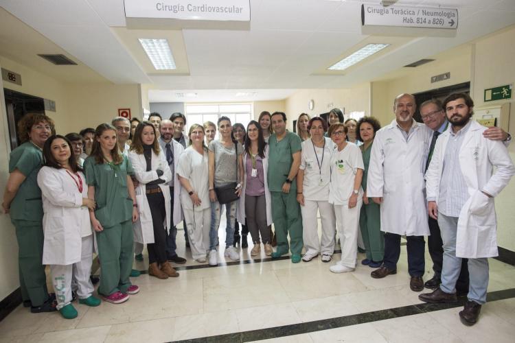 La paciente ha recibido un corazón artificial con una operación pionera en la que ha intervenido un equipo multidisciplinar.