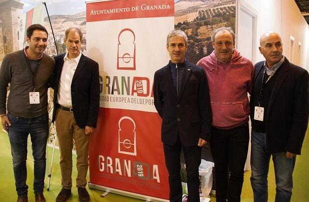 Abel Antón, Martín Fiz y Fermín Cacho, en Fitur con la delegación granadina.