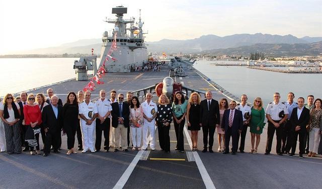 Visita institucional al buque cuando estuvo en Motril.