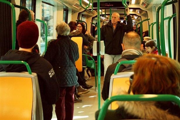 Interior de uno de los vagones del metro.