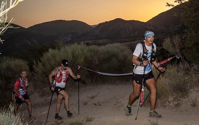 Parte de la carrera se desarrolla por la noche.