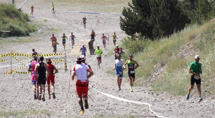 Carrera a pie en una de las pasadas ediciones del triatlón.