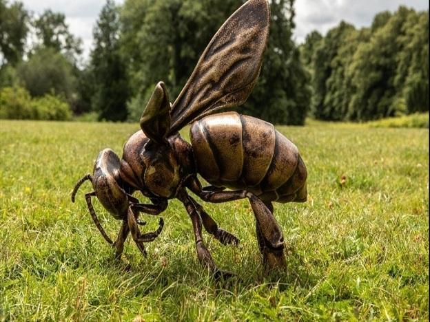 Impresión en bronce de una de las abejas creadas por el robot.