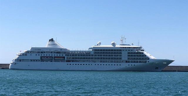 El buque, a su llegada al puerto motrileño.