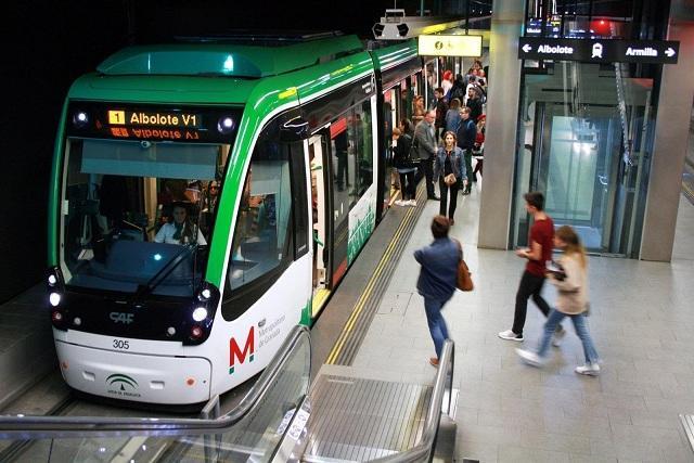 Más de 40.000 personas usan el metro cada día laborable.
