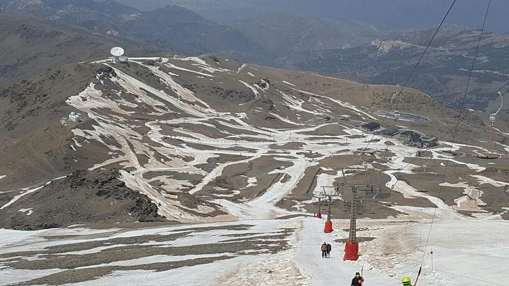 La nieve es ya muy escasa, incluso en la zona alta de la estación.