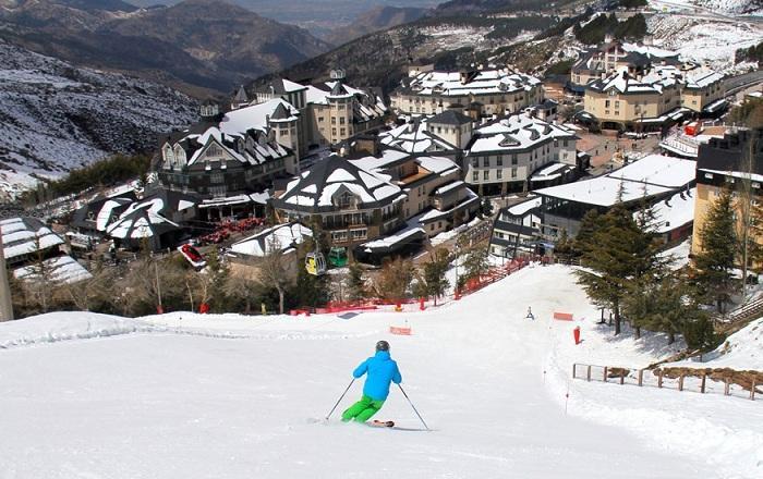 Esquí en las inmediaciones de Pradollano.