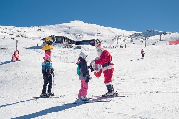 Papá Noel volverá a recorrer las pistas de Sierra Nevada.