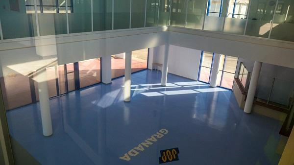 Interior de la terminal de pasajeros que podrá utilizar FRS.