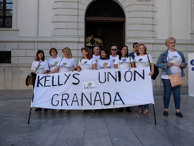 Las 'Kellys', esta mañana en la Plaza del Carmen.