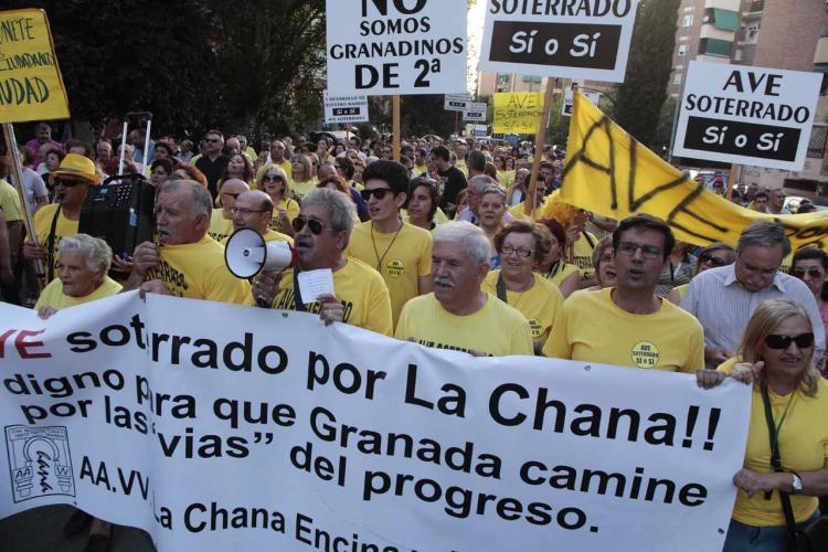 Cuenca, en una de las manifestaciones de la Marea Amarilla cuando era portavoz de la oposición.