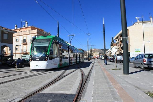 El Metro a su paso por el Zaidín.