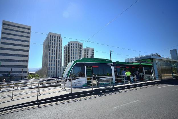 El Metro a su paso por el PTS.
