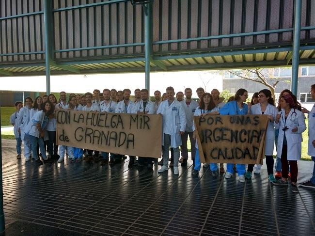Residentes del Hospital del Mar de Barcelona en apoyo a los MIR de Granada.