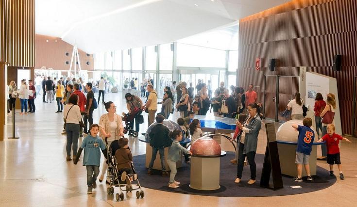 Los menores y las familias protagonizan las visitas.