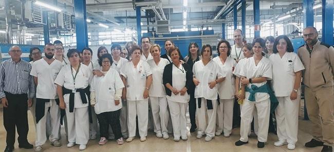 Profesionales que trabajan en la lavandería provincial del Virgen de las Nieves.