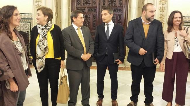 Olivares con el presidente de la Diputación, la delegada de la Junta y los portavoces municipales de IU, PP y Vamos, Granada.