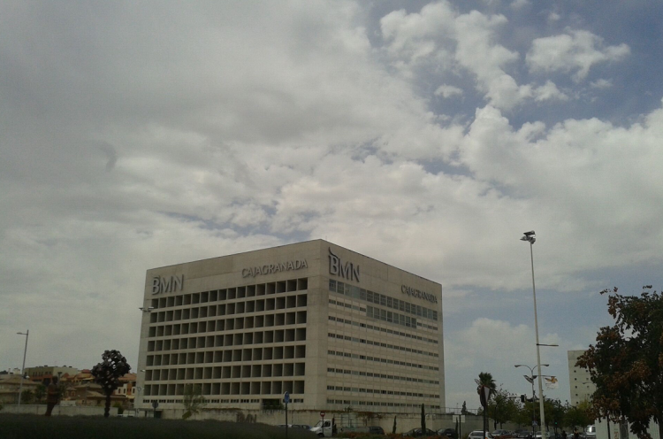 Bmn desmantela sus servicios centrales en madrid y causa incertidumbre sobre su futuro el - Caja granada en madrid ...