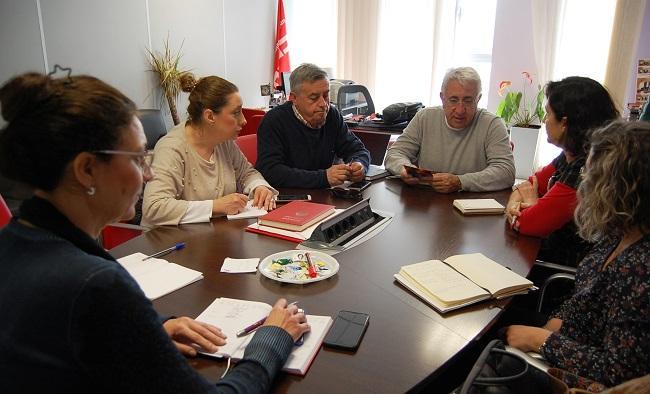 Reunión entre representantes de CCOO y UGT y Podemos.