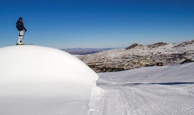 Acumulación de nieve en Loma de Dílar.