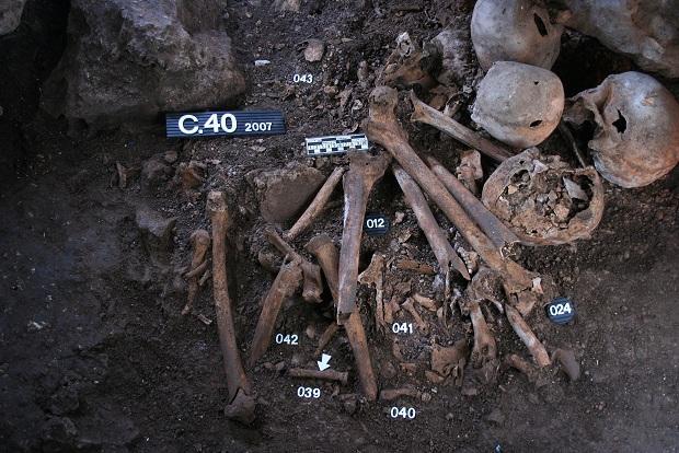 Restos analizados a nivel genético en la Cueva de los Cuarenta (Córdoba).