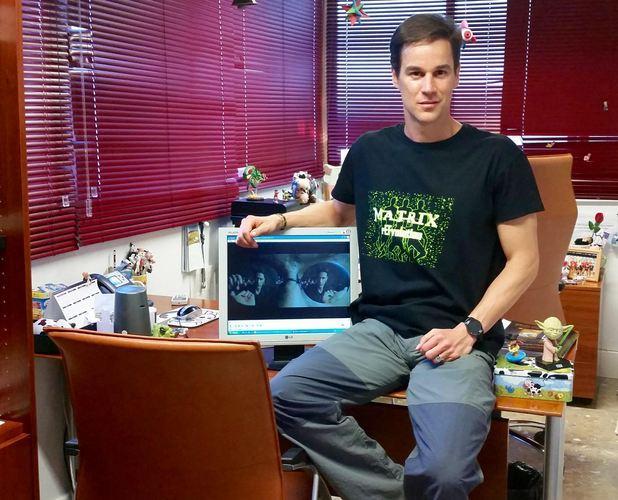 Isaac J. Pérez muestra imágenes de su proyecto de gamificación 'MatrixrEFvolution'