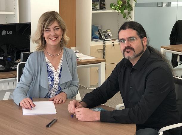 La investigadora de la UGR Germaine Escames y el técnico de la OTRI Juan Antonio Orellana.