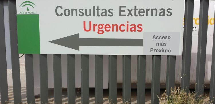 Cartel de Urgencias en el Hospital del Campus.
