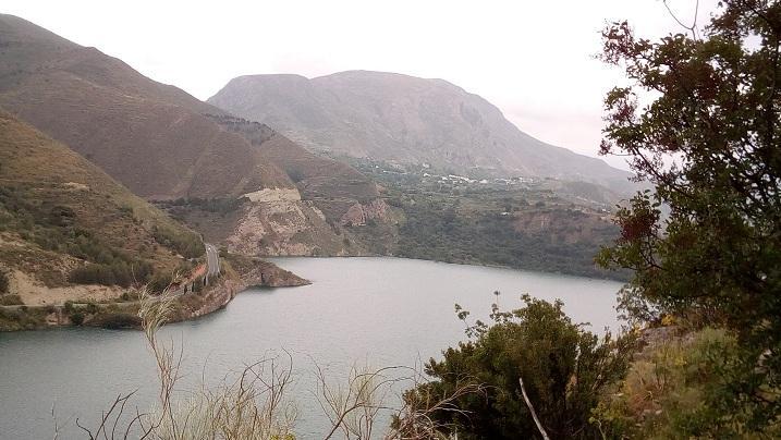Al fondo, el macizo del Calar de Güéjar Sierra.