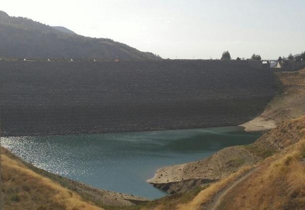 Imagen del pasado otoño, con el agua a pie del dique y el embalse casi vacío.