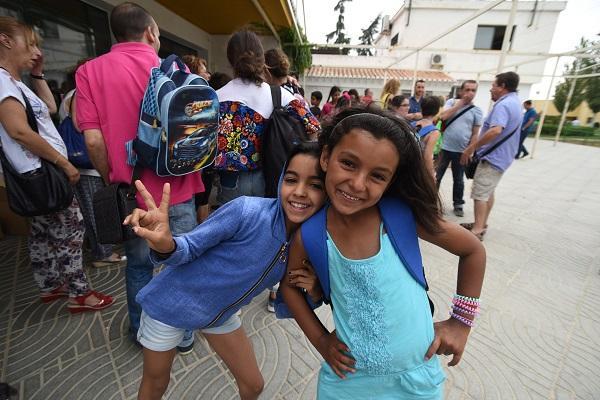 Los niños y niñas y sus familias de acogida han sido recibidos por la Diputación.