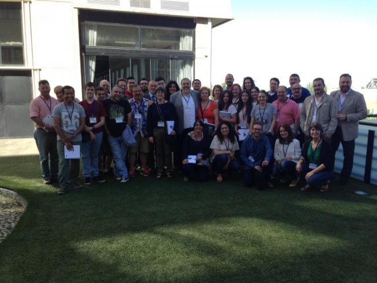 Participantes, junto a responsables de la Junta.