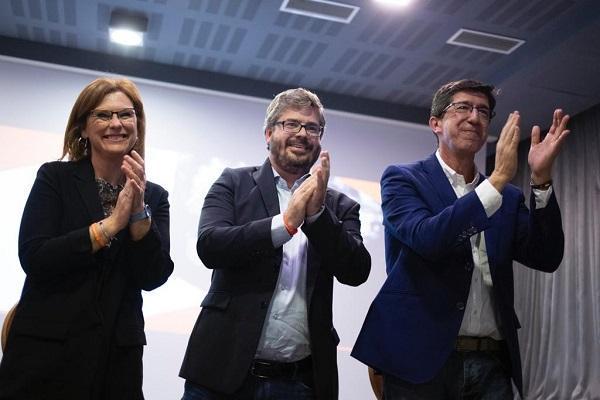 Juan Marín con Fran Hervías y Mar Sánchez en un acto del pasado 10N en Granada.