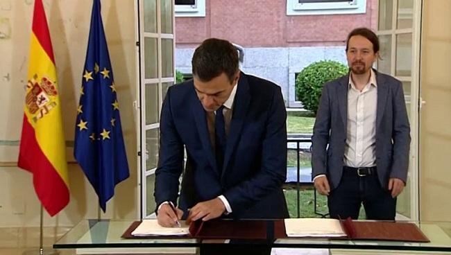 Pedro Sánchez firma con Pablo Iglesias  en la Moncloa el acuerdo presupuestario que han alcanzado de cara al ejercicio 2019, que no posperó.