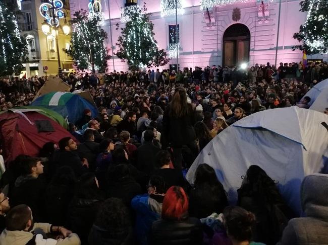 Multitudinaria acampada este tarde en el corazón de Granada.