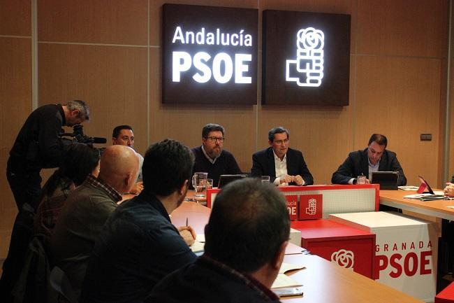 Sánchez de Haro durante la reunión con los socialistas granadinos.