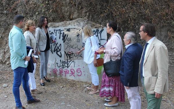 Los ediles del PP en su visita al Camino de la Fuente del Avellano.