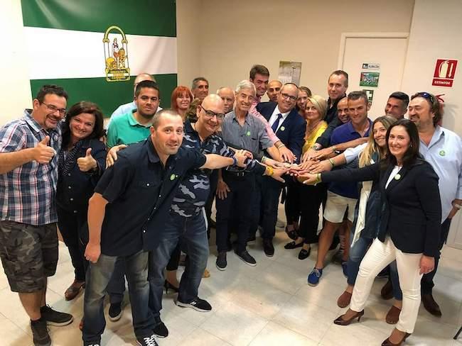 Miembros de la agrupación de Motril celebran la consecución de los avales.