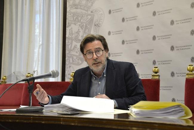 El concejal Baldomero Oliver, en rueda de prensa.